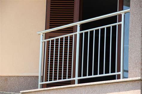 ringhiera prezzo ringhiera in alluminio a sbarre da esterno per balcone