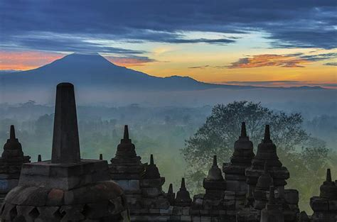 apple yogyakarta borobudur temple in borobudur lonely planet