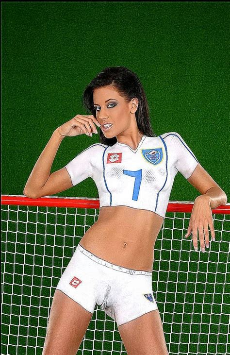 body painting soccer world cup 2015 celebrate the women s world cup with these body paint