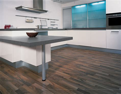 Laminate Flooring Countertop by Wood Laminate Flooring For Your Simple And Chic Home