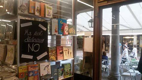 libreria varese quot noi diciamo no quot e nella vetrina della libreria arrivano