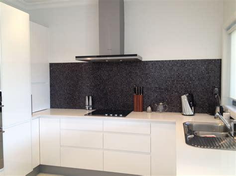 caesarstone splashback cooktop kitchen handless tow pack white cabinets benchtop