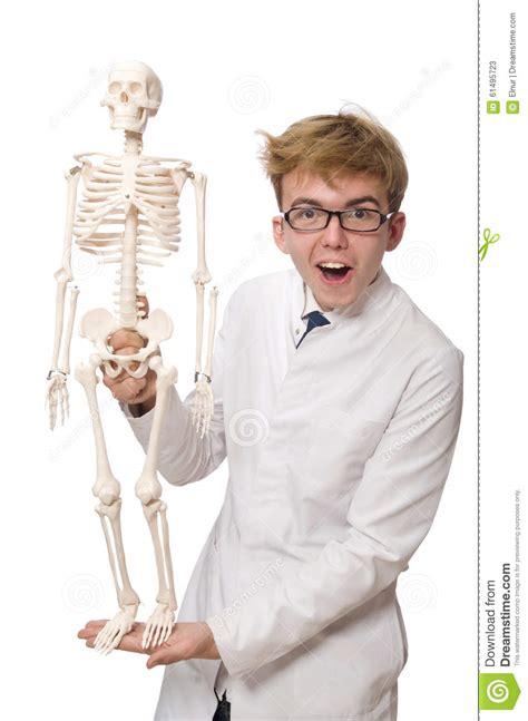 Le Docteur Dr 244 Le Avec Le Squelette D Isolement Sur Le