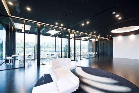 scrivanie attrezzate pareti divisorie mobili attrezzate per ufficio in vetro e