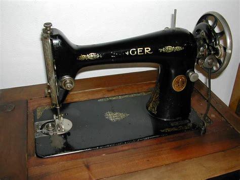 mobile per macchina da cucire singer macchina da cucire singer con mobiletto in a magenta