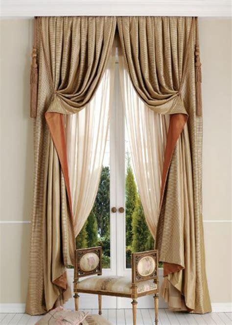 Attrayant Rideau De Salle A Manger #3: rideau-voilage-blanc-et-beige-dans-le-salon-moderne-avec-grand-fenetre1.jpg