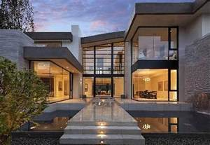 modern mansion 13 5 million newly built modern mansion in los angeles ca homes of the rich