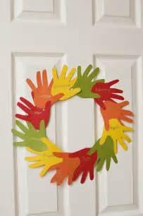 Handprint wreath the preschool toolbox blog