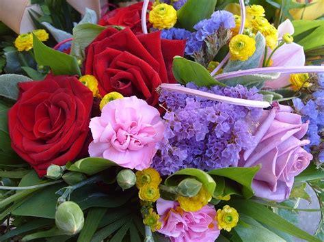 mazzi di fiori particolari inviare fiori a distanza ecco come fare