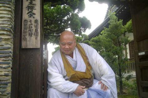 detik zen plakk dipukul master tajima saat meditasi zen