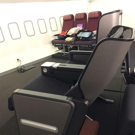 qantas economy seat pitch photos qantas boeing 787 premium economy seats