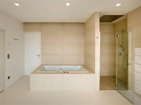 Badezimmer Fliesen Aussuchen fliesenfarbe passend aussuchen oder selber streichen