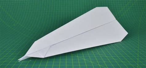 How To Make A Paper Jet That Flies Far - how to fold an easy paper airplane that flies far