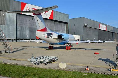 eingangstüren nach außen öffnend zweite aua fokker 70 startet nach australien austrian wings