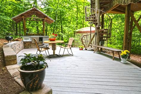 airbnb treehouse new york escape to this tree house airbnb getaway in the