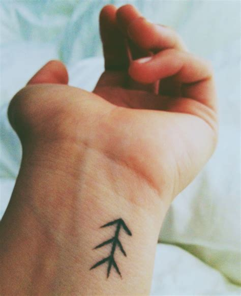 easy tattoo on wrist simple wrist tattoo best tattoo design ideas