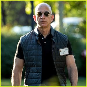 Buff Guy Meme - amazon ceo jeff bezos buff biceps have started a meme just jared howldb