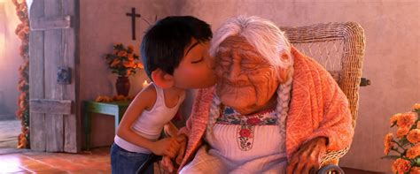 film coco awalnya frozen strong giving loving pixar s coco celebrates mother s
