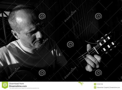 who is the singer guitar player that does the direct tv commercial guitar player and singer stock photography image 10101132