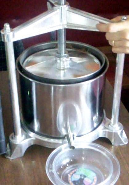 frantoio da casa come fare l olio d oliva in casa test attrezzatura olearia