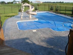 sted concrete walkway around an outdoor pool of