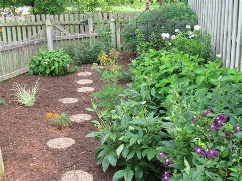 pictures of backyard gardens backyard garden garden stuff pinterest