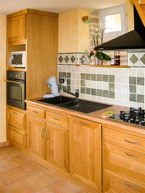 cuisine en hetre massif cuisine chene massif vernis naturel plan de travail en