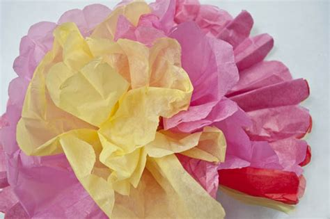 How to make mexican tissue paper flowers clumsy crafter kotaksurat how to make mexican tissue paper flowers clumsy crafter mightylinksfo
