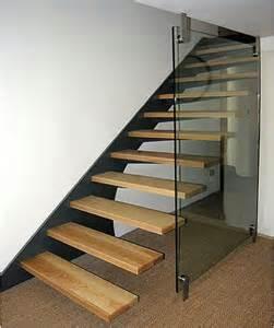 außergewöhnliche tische chestha treppe wand design
