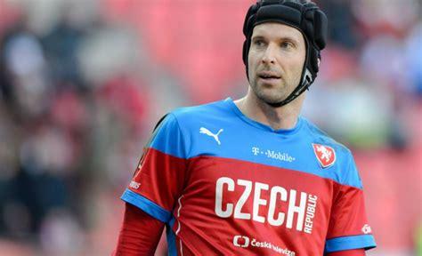 arsenal goalkeeper arsenal and czech republic goalkeeper petr cech quits