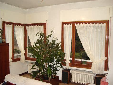 come sistemare le tende di casa tendine a vetro tendaggi parini tende su misura