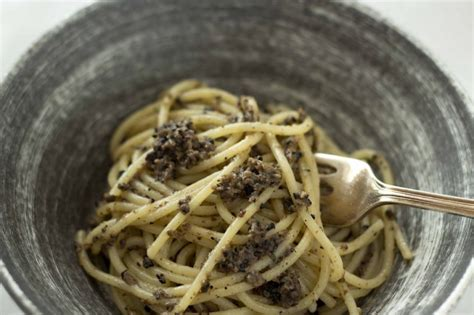come si cucina il tartufo nero ricetta pasta al tartufo di norcia ricette di buttalapasta