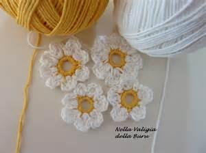 Tutorial per realizzare fiori all uncinetto flower crochet patterns