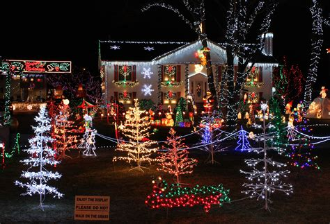 File Christmas Lights House Display Jpg Wikipedia Light Displays