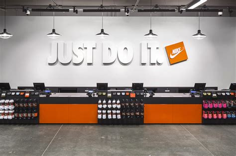 nike factory store 10 photos 23 reviews outlet
