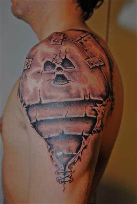 tatouage epaule biomecanique tatouage biom 233 canique sur