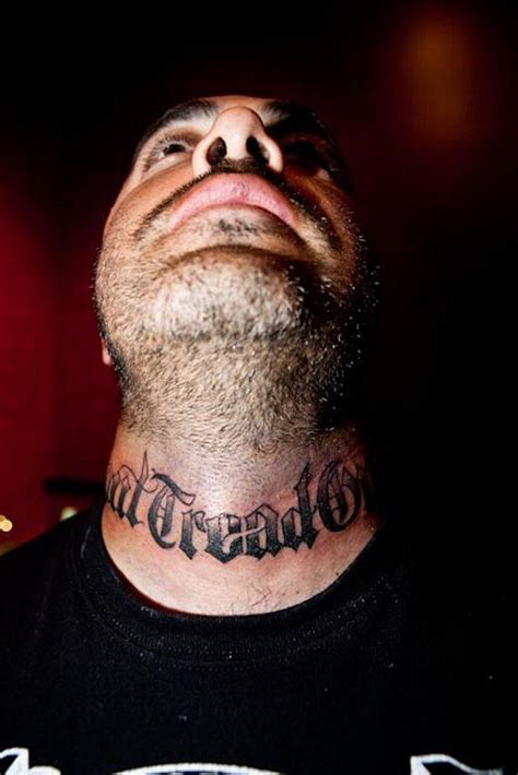 aaron lewis of staind gets tattooed at hart amp huntington