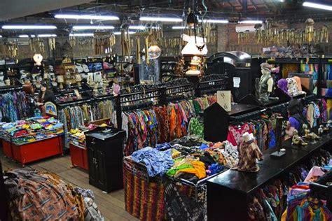 Baju Batik Mirota yuk belanja di 6 tempat belanja batik di jogja