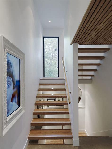 modern family house  added   residential toronto street