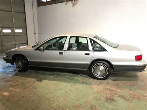 1993 chevrolet caprice base 4dr sedan automatic 4 speed