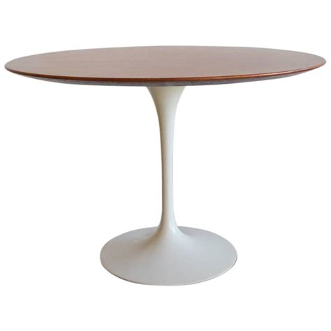 saarinen dining table by eero eero saarinen for knoll walnut dining table at 1stdibs