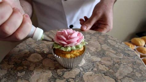 How To Make Sugar Roses For Cake Decorating by How To Make A Sugar Cake Cupcake Decorating