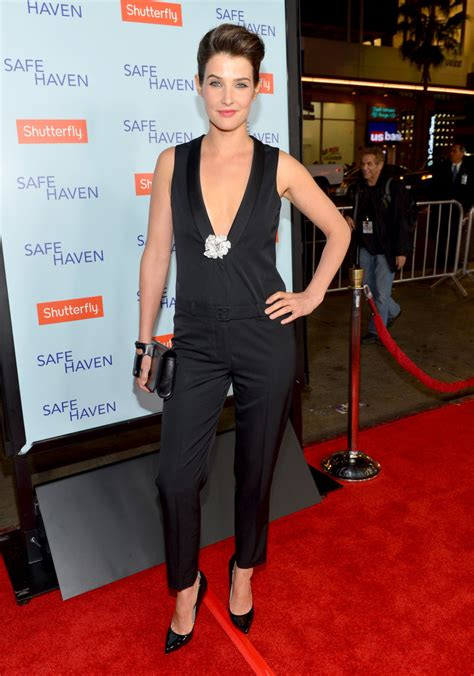 safe haven red dress cobie smulders photos photos premiere of relativity