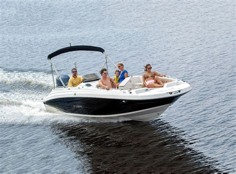 stingray deck boat stingray 212sc deck boat boating world