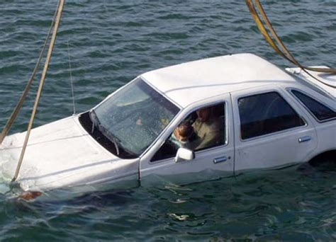 Sinking Car how to get out of a sinking car seatbelts children