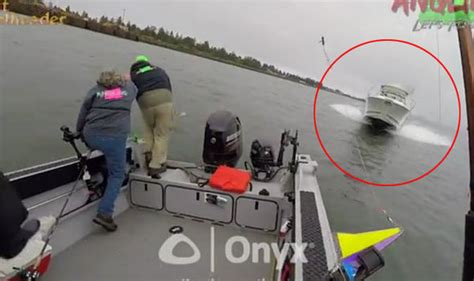boat crash in oregon watch fishermen dive overboard into freezing water to