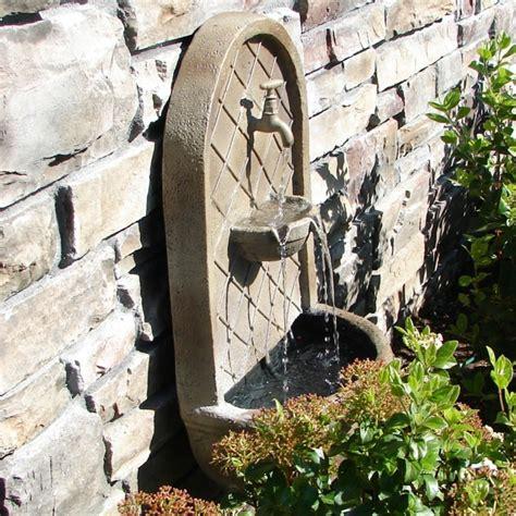 kanaldeckel im garten versch nern wandbrunnen elegante ideen wie sie den au 223 enbereich
