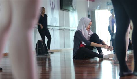 film malaysia zahra hijabista ballet attracts japanese film distibutors the mole