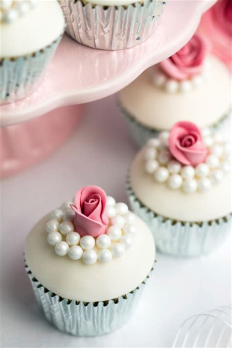 easy cupcake decorating for bridal shower 5 wedding cupcake ideas we world