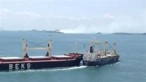 ship video bulk carriers collide at sea video youtube